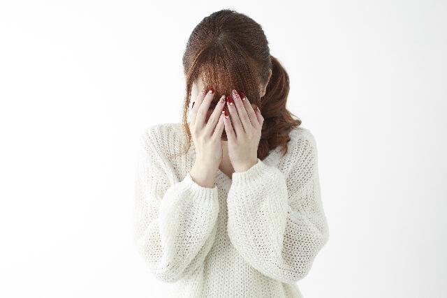 悲しい女性のイメージ画像